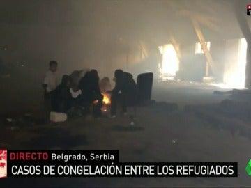 Frame 75.173201 de: Combatir el frío en condiciones insalubres: la humillante situación que sufren los refugiados en Belgrado por sobrevivir