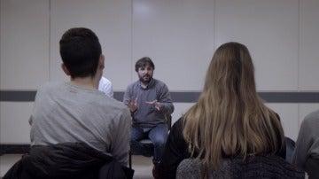 Jordi Évole con adictos al móvil