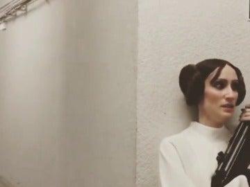 Frame 12.332376 de: La secuencia que nunca se ha visto de La Guerra de las Galaxias, protagonizada por Ana Morgade