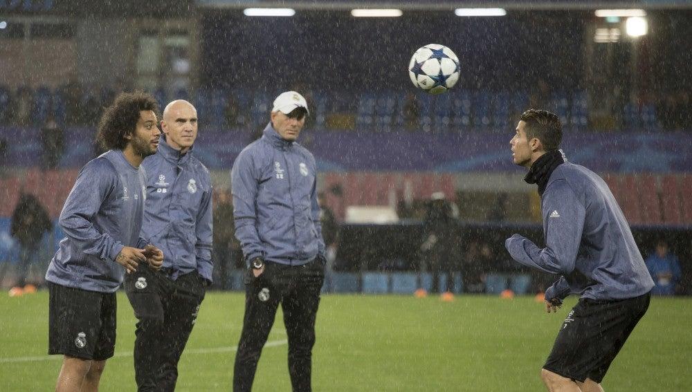 Los jugadores del Real Madrid entrenan en Nápoles