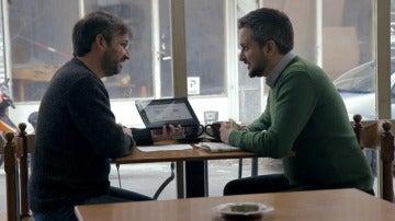 El periodista Andrés Mourenza con Jordi Évole