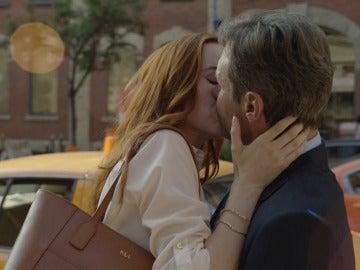 Zara Knight se encuentra con Frank Martin en las calles de Nueva York