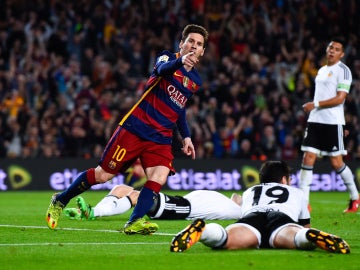 Leo Messi celebra su gol ante el Valencia