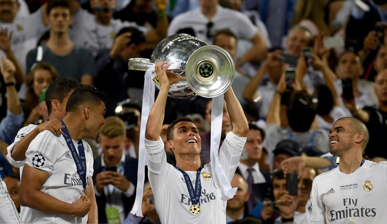 Cristiano Ronaldo levanta la Copa de la Undécima