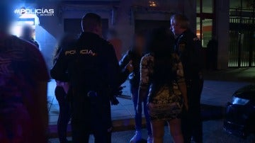 """Policías en acción acude a un robo con violencia: """"¡Ese maldito me robó el bolso!"""""""