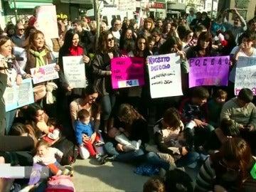 'Teteada masiva' en Argentina contra la prohibición de amamantar bebés en lugares públicos