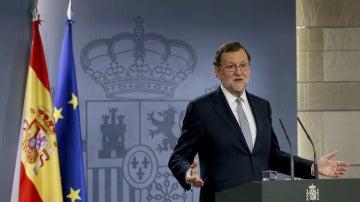 La oposición en bloque exige a Rajoy que se someta al debate de investidura ante la ambigüedad del artículo 99.2