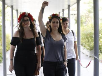 Absueltas las cinco activistas de Femen que irrumpieron en una marcha antiabortista a pecho descubierto