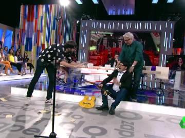 Quique Peinado acaba con la guitarra de Fermiki, a lo Alberto Chicote con Fermín