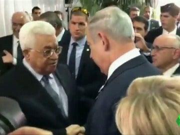 Los líderes de Israel y Palestina estrechan sus manos en el funeral del expresidente israelí Shimon Peres