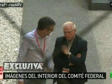 Madina y Borrell, de posiciones opuestas, conversan durante el segundo receso del Comité Federal