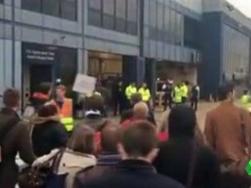 Evacuado el aeropuerto de la City de Londres por alerta química con 26 intoxicados
