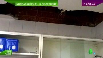El techo del Hospital 12 de octubre de Madrid se cae, literalmente, a trozos