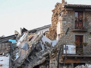 Un fuerte terremoto de magnitud 5,4 sacude el centro de Italia
