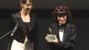 Geraldine Chaplin recibe la Espiga de Oro, el reconocimiento de una vida entera dedicada al cine