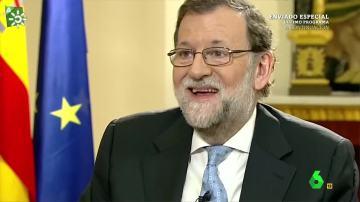 Con esta cara se ha quedado Mariano Rajoy al no pillar el chiste que le cuenta el Risitas