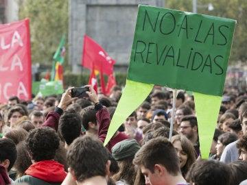 El sindicato de Estudiantes cifra en un 90% el seguimiento de la huelga contra las reválidas; el Ministerio, en un 40%