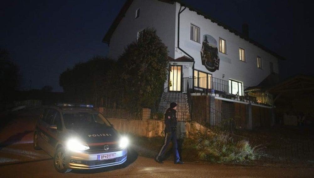 La Policía de Viena llega al lugar del brutal crimen