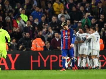 Messi, cabizbajo tras el gol de Ramos
