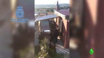 Frame 0.803282 de: Policía Nacional recibida a tiros por narcotraficantes de Valencia cuando procedían a su detención