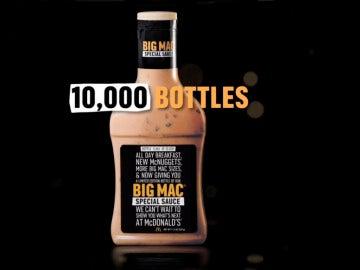Una de las botellas con la salsa Big Mac