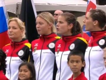 El equipo alemán de la Copa Federación, escuchando el himno nazi