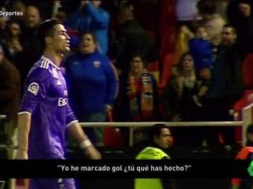"""Frame 10.14731 de: La desesperación de Cristiano Ronaldo tras la derrota en Mestalla: """"Yo marco goles, ¿tú qué haces?"""""""