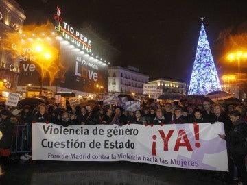 Llegada a la Puerta del Sol de una manifestación convocada por la Coordinadora Feminista Estatal en Madrid, con motivo del Día Internacional por la Eliminación de la Violencia hacia las Mujeres