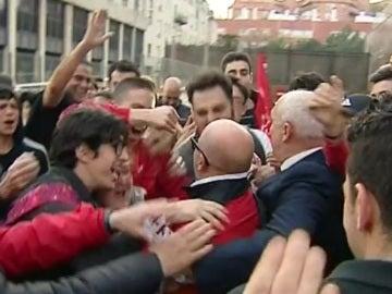 La afición del Sevilla aclama a Sampaoli
