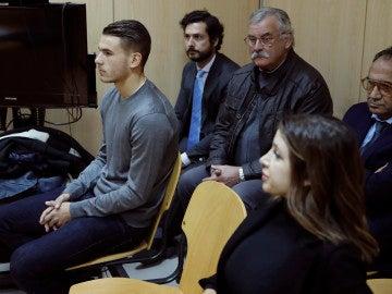 Lucas Hernández y su expareja en el juzgado