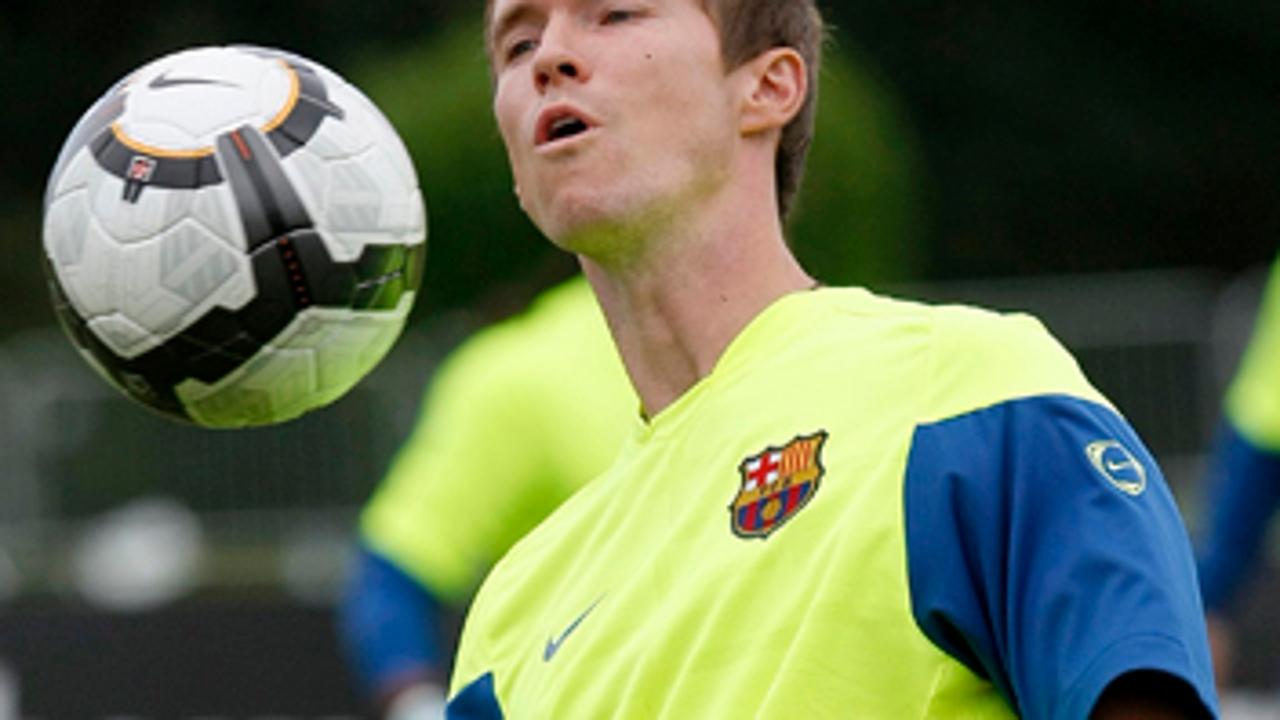 Hleb mete al Barça en un compromiso