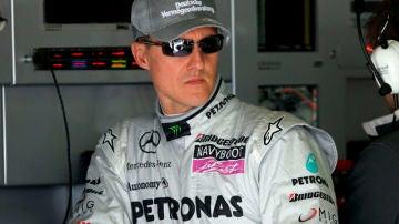 Schumacher en el box de Mercedes