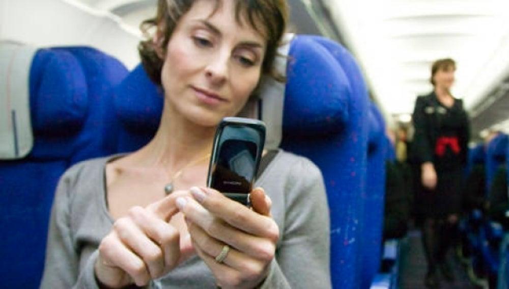 Usando el móvil en el avión