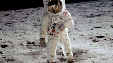El astronauta Amstrong en la luna