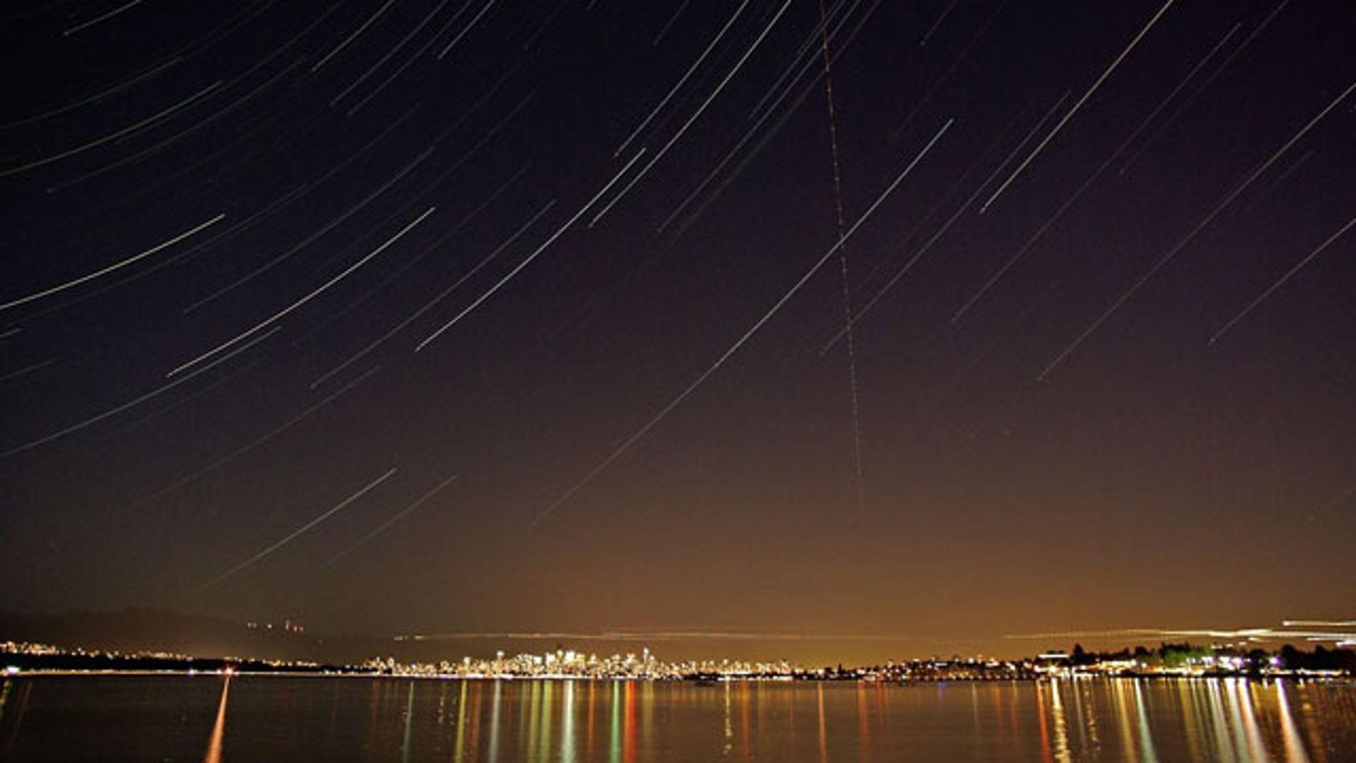Vista de una lluvia de meteoros proveniente de las Perseidas