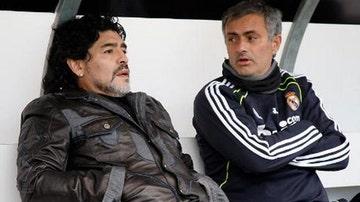 Maradona en una imagen de archivo junto a Mourinho