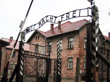 Condenado el sueco que planeó el robo del lema de la entrada de Auschwitz