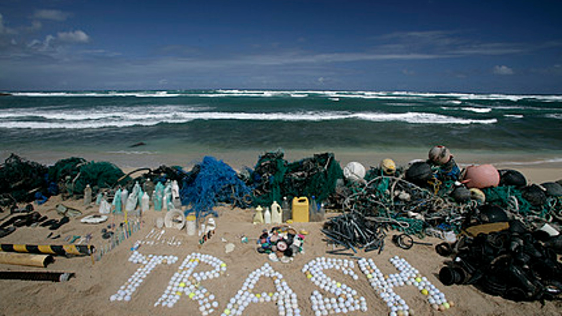 Protesta de Greenpeace por la basura encontrada en los océanos