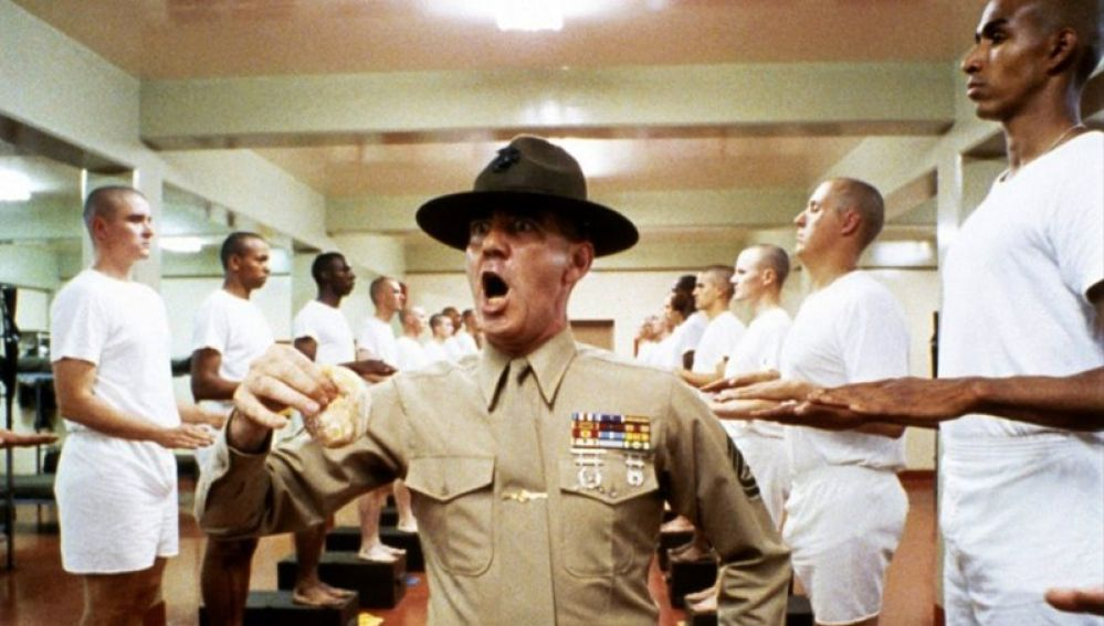 R.Lee Ermey como el sargento Hartman
