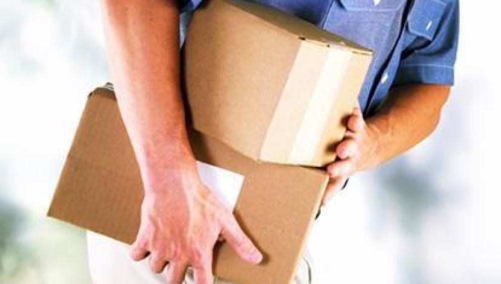 Un repartidor de paquetería