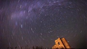 Lluvia de estrellas en una noche de luna llena