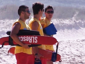 Los bañistas gallegos reclaman más socorristas