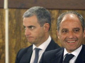Ricardo Costa y Francisco Camps durante la lectura del veredicto