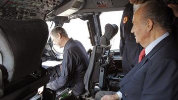 Rey pilota avión militar