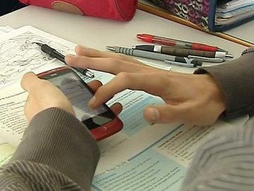 Un juez da la razón a un colegio que accedió al móvil de un menor sin su autorización