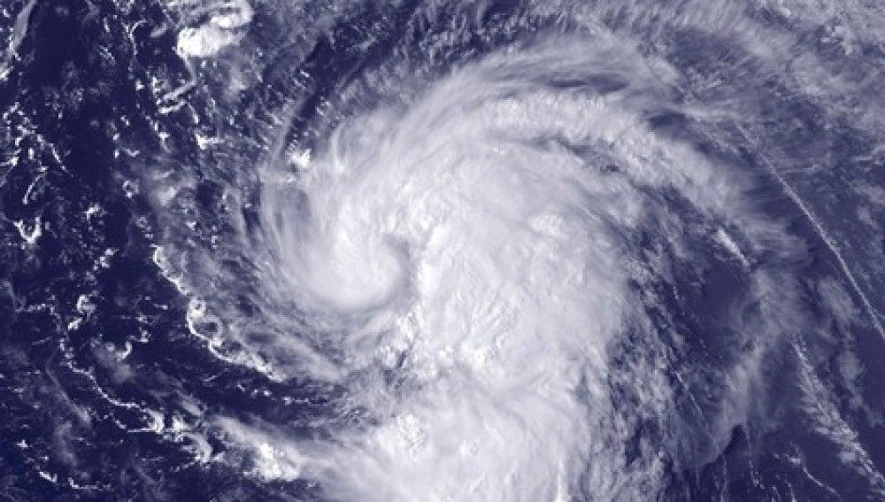 'Nadine' se aproxima peligrosamente a Canarias