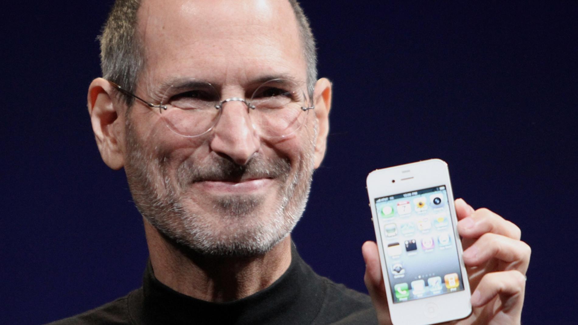 Steve Jobs muestra un terminal iPhone
