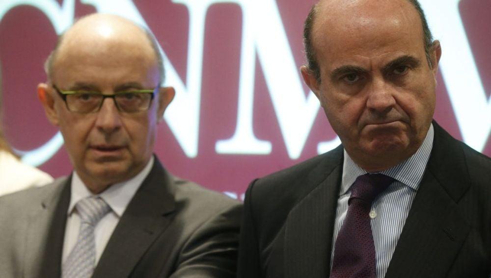 El ministro de Economía, Luis de Guindos y el Ministro de Hacienda, Cristobal Montoro