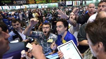 Wall Street apoya a Romney