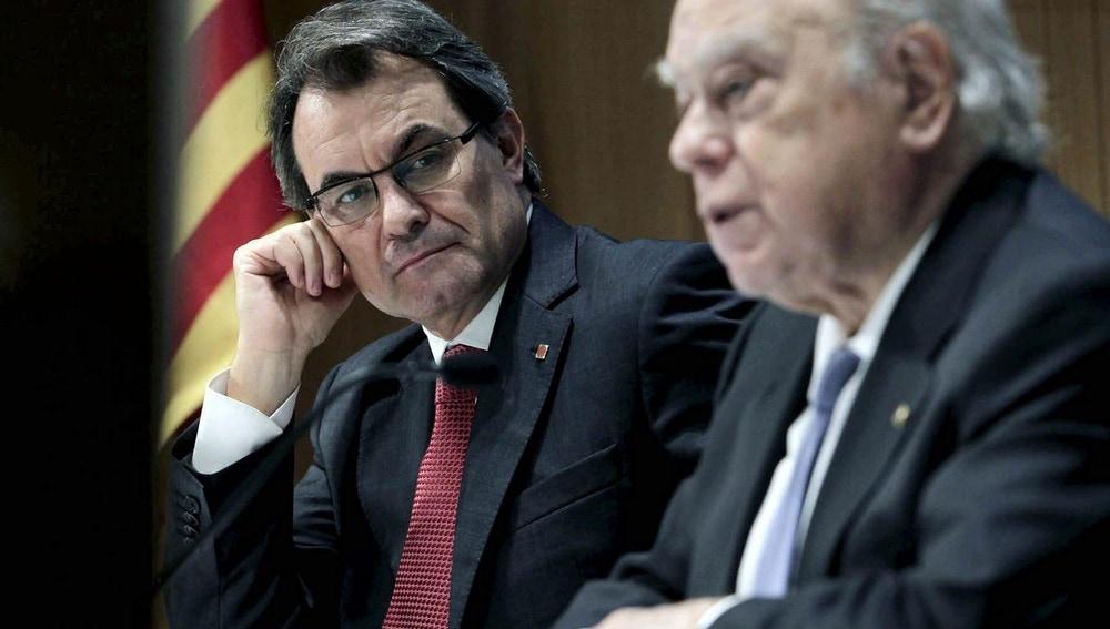 El presidente de la Generalitat, Artur Mas, junto al expresidente Jordi Pujol